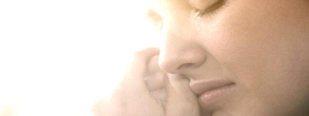 گریه کردن خانمها نشانه چیست؟
