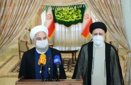 روحانی: دولت از امروز کاملا در کنار رئیس جمهور منتخب است/ رئیسی: در دولت جدید تلاش خود را برای بازکردن گرههای کشور به کار خواهیم بست
