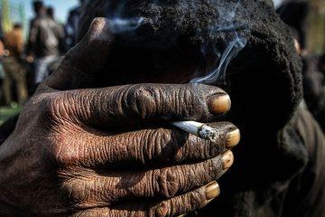 افرادی که زندگی خود را به خاطر چند نخ سیگار قمار می کنند/مسئول جمع آوری معتادان متجاهر کیست؟